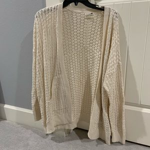 WHITE LOOSE KNIT CARDIGAN